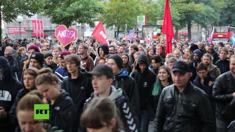 """""""Ganz Hamburg hasst die AfD"""": Hunderte protestieren gegen Einzug """"asozialer Partei"""" in den Bundestag"""