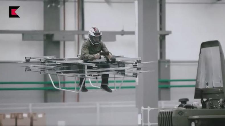 Bald Truppen in fliegenden Autos? Russischer Waffenhersteller testet bemannten Quadrokopter [VIDEO]
