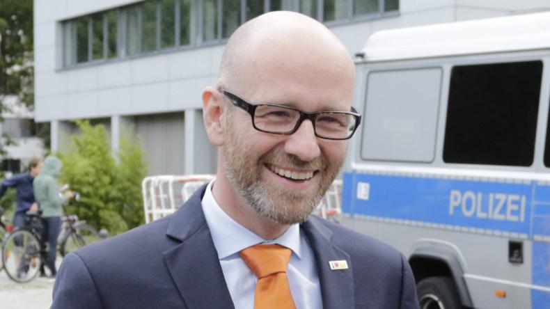 Urteil: 2.000 Euro Strafe für Drohungen auf Facebook gegen CDU-Generalsekretär