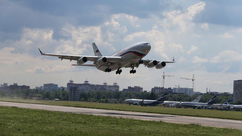 Russisch-chinesischer Passagierjet tritt gegen Boeing und Airbus auf