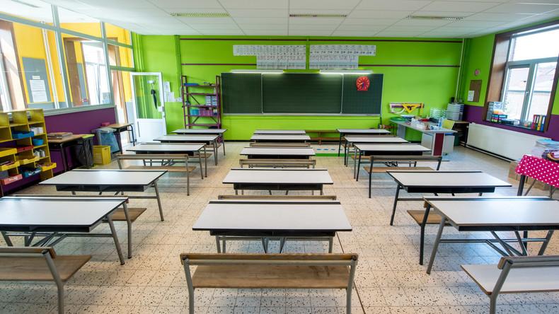 """Russische Lehrerin schreibt """"Dummkopf"""" auf Stirn eines Schülers - Eltern lehnen Kündigung ab"""