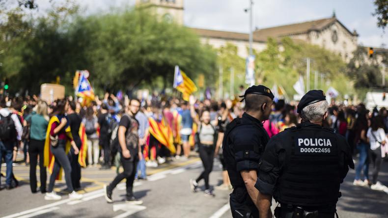 Mit Staatsgewalt gegen die Unabhängigkeit - Spanien ordnet Polizisten für Einsatz an Wahlkabinen ab