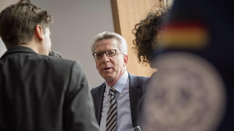 """Ehrkränkende"" Schimpfworte  - Bürgerbüro von Innenminister de Maizière in Meißen beschmiert"