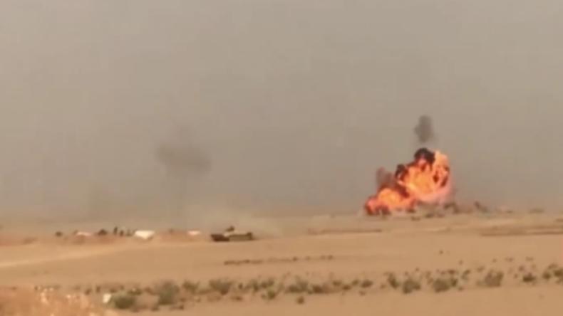 Syrische Soldaten lassen Sprengstoff-Auto samt IS-Fahrer in die Luft gehen