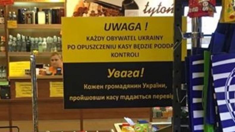 Ladenbesitzer in Polen lässt alle Ukrainer nach gestohlenen Waren durchsuchen