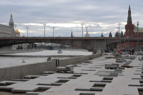 Das Flussufer der Moskwa im Zentrum Moskaus wurde zur Promenade neugepflastert.