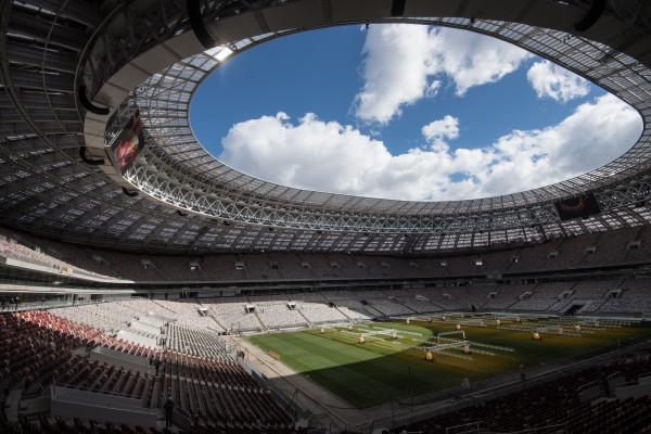 """Das große Sportstadion """"Luschkini"""" wurde für die Fussball WM 2018 hergerichtet und soll zum """"Tag Moskau"""" fertig werden."""