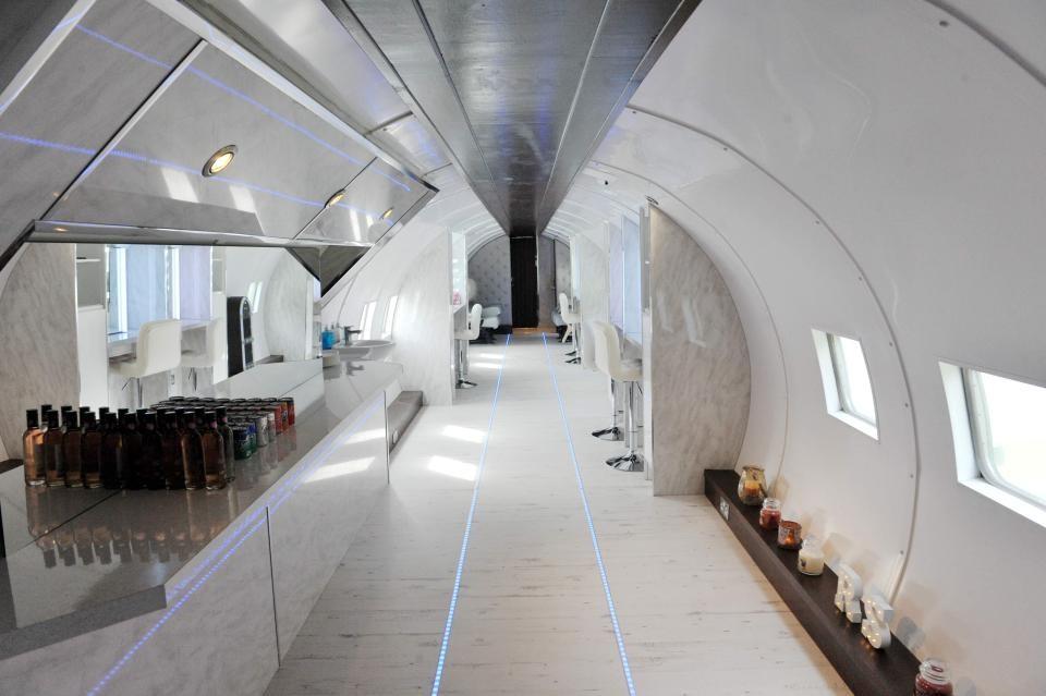 United Hairlines: Schottin öffnet Schönheitssalon in Vintage-Flugzeug