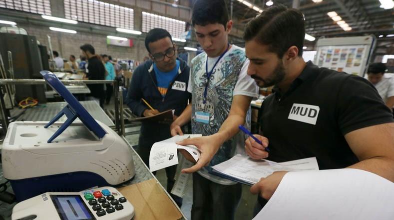 """Eine """"Diktatur"""" übt sich in Transparenz: Wie das Wahlsystem in Venezuela funktioniert"""