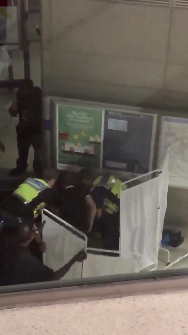 Attacke mit ätzender Substanz in Londoner Einkaufszentrum - Sechs Menschen verletzt, Täter gefasst