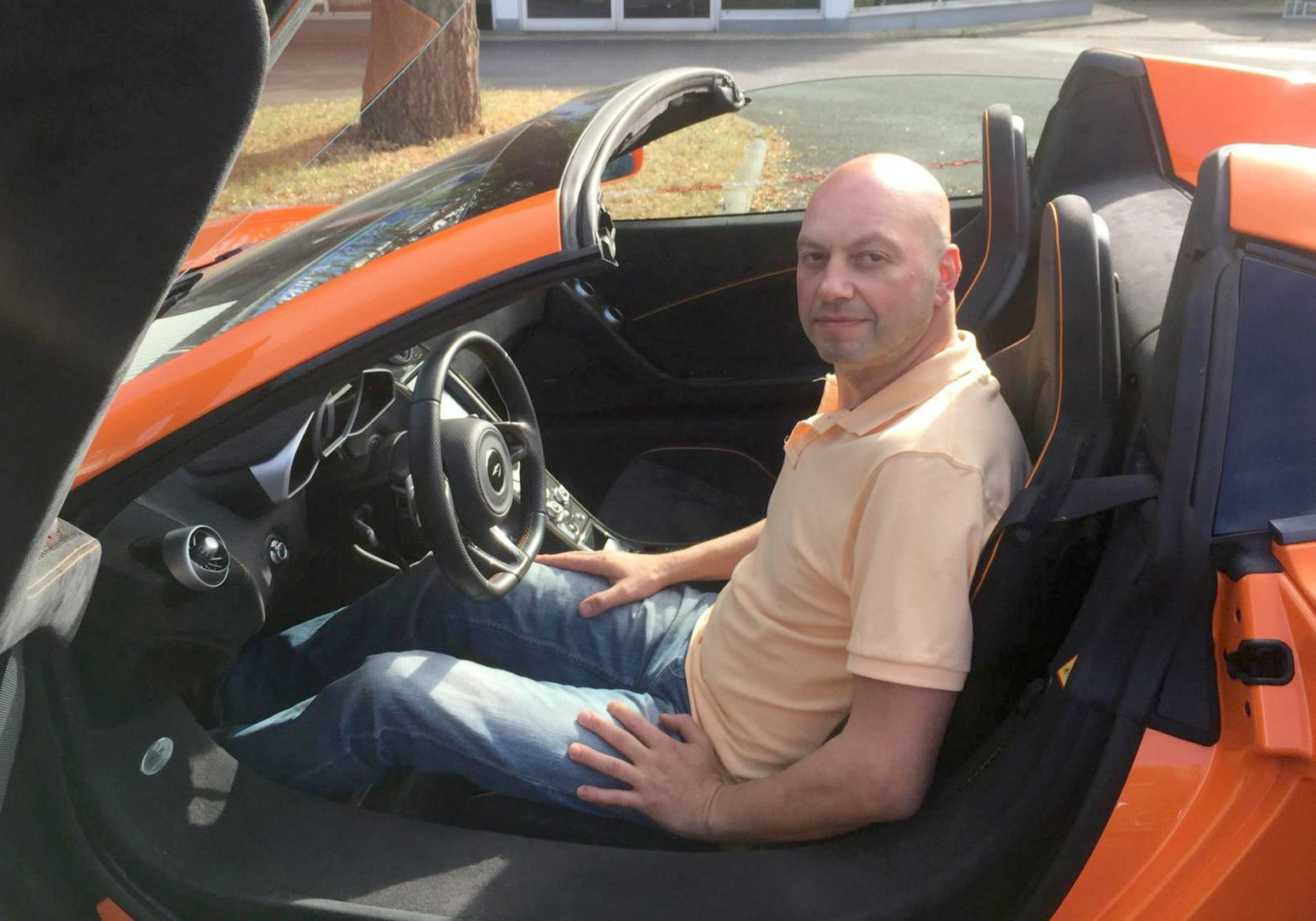 Mensch gegen Esel: Urteil im Fall über Tier gefällt, das McLaren-Sportwagen mit Möhre verwechselte