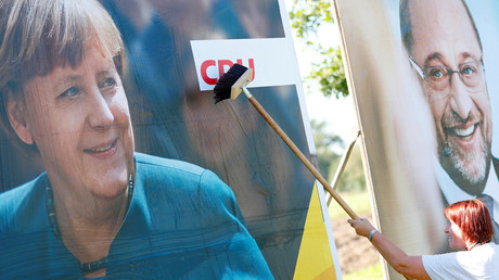 Wahlplakate von Merkel und Schulz,  Bitterfeld-Wolfen, Deutschland, 29, August 2017