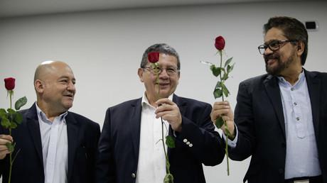 Drei FARC-Kommandeure stellen die neue Partei auf einer Pressekonferenz in der kolumbianischen Hauptstadt Bogota vor.