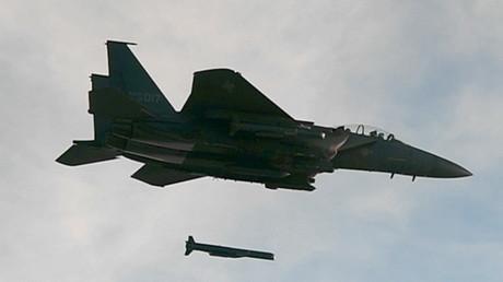 Südkoreanische  F-15 K feuert bei einen simulierten Angriff auf Nordkorea einen SLAM-ER Marschflugkörper ab, 4. September