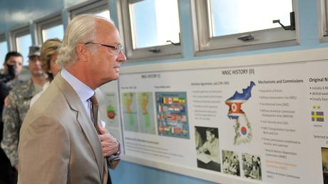 Der schwedische König Carl XVI Gustaf bei einem Besuch in der DMZ-Zone, 1. Juni 2012.