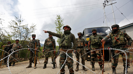 Indische Grenztruppen in Panzgam, Distrikt Kaschmir Kupwara.