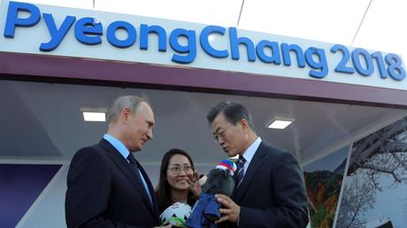 Wladimir Putin and sein Amtskollege aus Südkorea Moon Jae-in bei einer Ausstellung in Wladivostok, Russland, 6. September 2017
