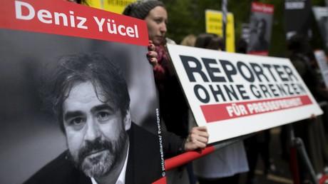 Journalisten fordern sofortige Freilassung von Deniz Yücel (Archivbild)