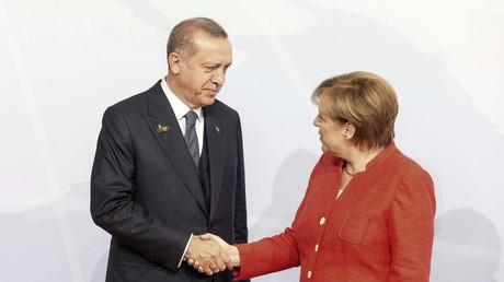 Archivbild. Bundeskanzlerin Merkel und der türkische Präsident Erdogan auf dem G-20-Gipfel in Hamburg Anfang Juli.