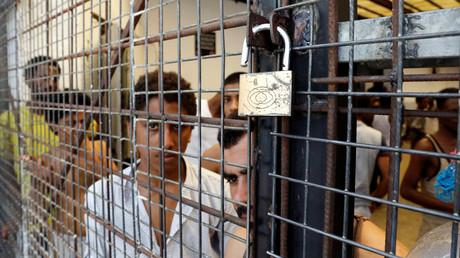 Migranten im Anhaltezentrum der Behörde zur Bekämpfung illegaler Einwanderung in Tripolis, Libyen.