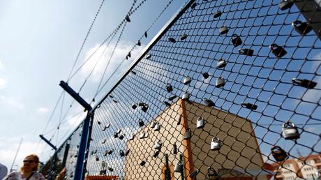 Der Außenzaun eines Gefängnisses in Istanbul