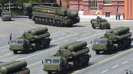 Das S-400-Raketenabwehrsystem während der Parade zum Jahrestag des Sieges über den Nazi-Faschismus am 9. Mai 2015 in Moskau.