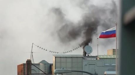 Ein neuer Papst wurde dort definitiv nicht gekürt: Rätselraten um Rauch über dem russischen Konsulat in San Francisco, USA, 1. September 2017.