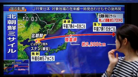 Nachrichten über den Raketenstart Nordkoreas im japanischen Fernsehen, Tokio, Japan, 15. September 2017.
