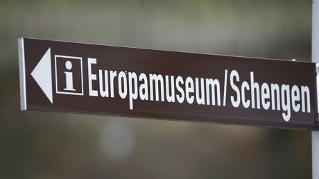 Ein Wegweiser zum Europamuseum Schengen in Luxemburg, 27. Januar 2016.