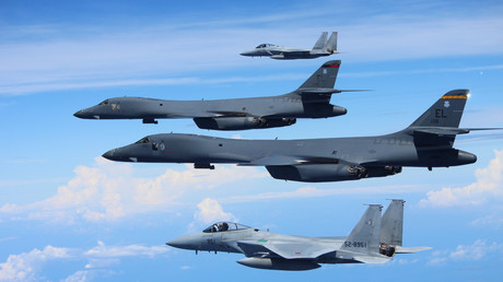 Archivbild. US-amerikanische und japanische Kriegsflugzeuge in der Nähe Nordkoreas.