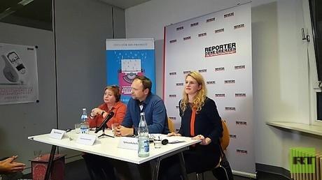 Podiumsteilnehmer Olga Romanowa (links), Fjodor Krascheninnikow und Tamina Kutscher (rechts).