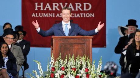 Facebook-Gründer Mark Zuckerberg bei seinem Auftritt vor dem Alumni-Kongress der Harvard University in Cambridge, Massachusetts am 25. Mai 2017.