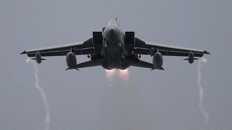 Ein Tornado-Kampfjet der Royal Air Force kurz nach dem Start. (Symbolbild)