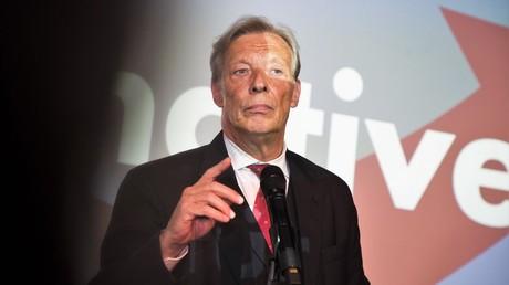 Armin-Paul Hampel, Landesvorsitzender der AfD Niedersachsen und AfD-Vorstandsmitglied am nach der Bekanntgabe der ersten Prognose am Wahlabend am 24. September 2017.