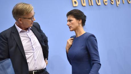 Die Spitzenkandidaten der Partei Die Linke zogen heute eine gemischte Bilanz: Sahra Wagenknecht und Dietmar Bartsch auf der Bundespressekonferenz in Berlin, 25. September 2017.