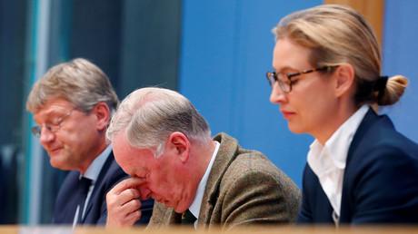 AfD-Politiker Joerg Meuthen (l.), Alexander Gauland und Alice Weidel reagieren auf Frauke Petrys Entschluss der AfD-Bundestagsfraktion fernzubleiben, Berlin, Deutschland, 25. September 2017.
