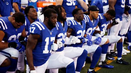 Indianapolis Colts Spieler knien während der Nationalhymne, Lucas Oil Stadium, USA, 24. September 2017.