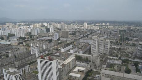 Die nordkoreanische Haupstadt Pjöngjang aus der Luftperspektive, 16. August 2005.