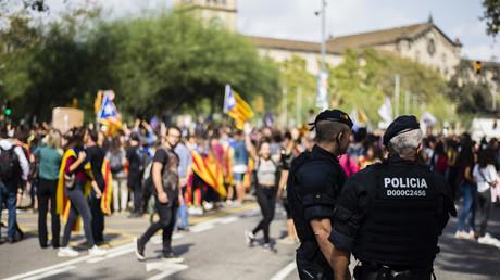 Katalanische Polizisten während Demonstration für das Referendum in Katalonien, das am 1. Oktober stattfinden soll - von der Regionalpolizei hängt am kommenden Sonntag viel ab.