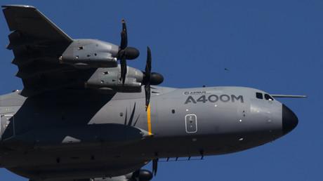 Das Transportflugzeug Airbus A400M wird wahlweise als Engel der Lüfte oder als Pannenvogel bezeichnet.
