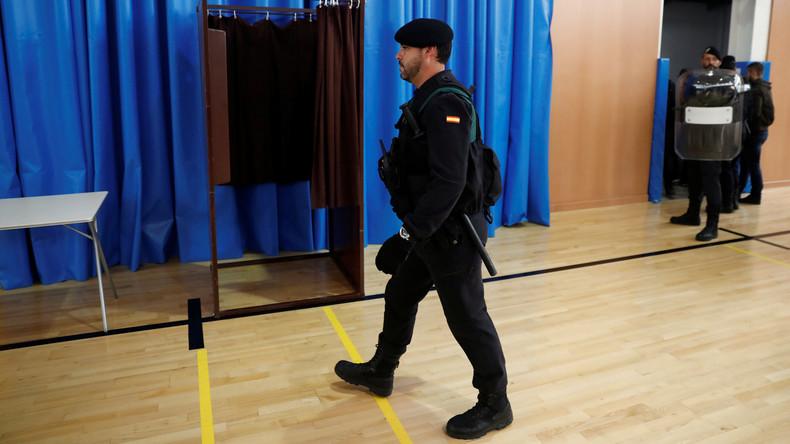 Spanische Polizei sperrt Wahllokale in Katalonien – Regionalpräsident votiert in Dorf
