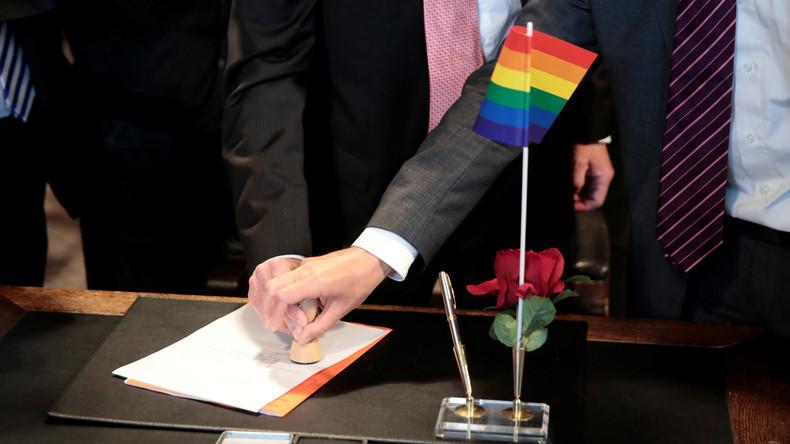 Erste Homo-Hochzeit in Deutschland: Ehe für alle tritt in Kraft