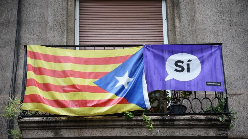 Bürger Barcelonas feiern und erwarten Ergebnis des Referendums über Unabhängigkeit von Spanien