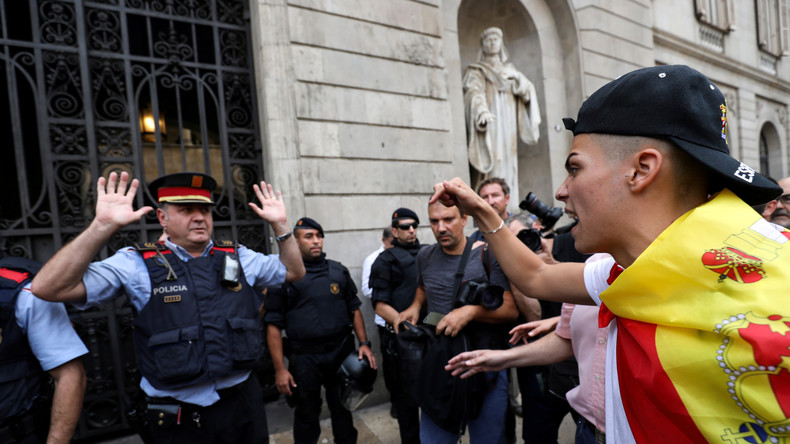 Nicht nur Aggression: Momente der Emotion zwischen Polizisten und Wählern in Katalonien