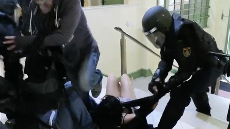 """Katalanische Frau berichtet über Polizeigewalt: """"Mir wurden die Finger gebrochen"""""""