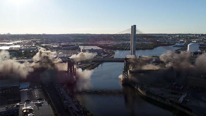 Kontrollierter Einsturz: Brücke zwischen Brooklyn und Queens in New York gesprengt [VIDEO]