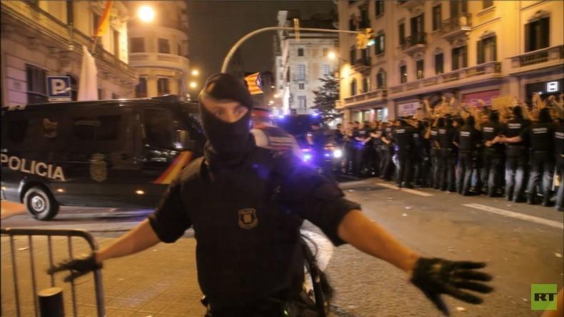 Nach Katalanischem Referendum: Demonstranten und Polizei treffen in Barcelona aufeinander