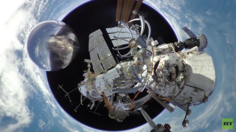 RT präsentiert das weltweit erste 360-Grad-Video eines Außenbordeinsatzes