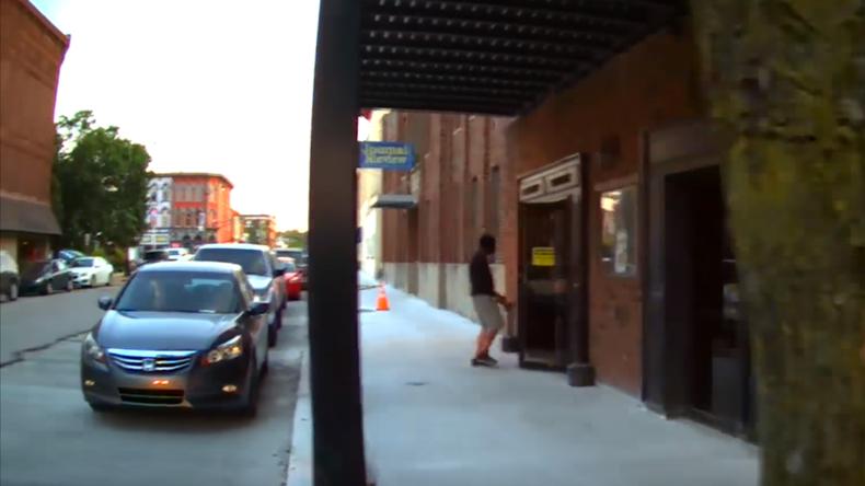 US-Polizist verwechselt Schauspieler mit Verbrecher und schießt auf ihn [VIDEO]