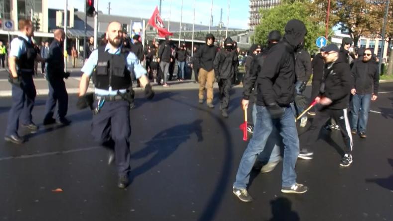 Dortmund: Antifa-Anhänger versuchen Nationalisten-Mahnwache zu sprengen